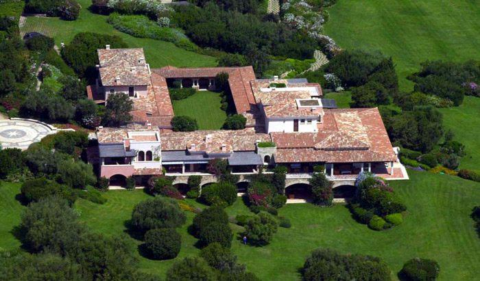 Villa certosa berlusconi si regala un nuovo centro for Piscina arcore