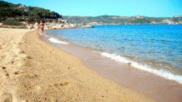 baia sardinia spiaggia