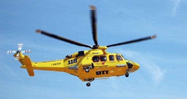 Cade durante l'arrampicata a Cala Spinosa: soccorso con l'elicottero