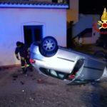 Incidente nella notte a Palau, un'auto si ribalta: soccorso il giovane alla guida